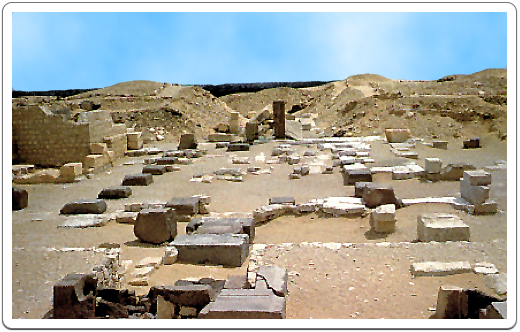 A desolate view over the few remains Pepi I's funerary temple.