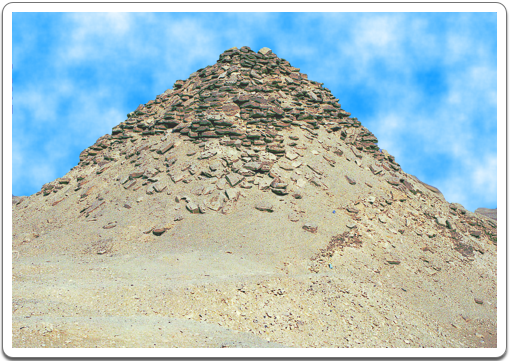 Today, Userkaf's pyramid looks more like a heap of stones rising from the sand than like an actual funerary monument.